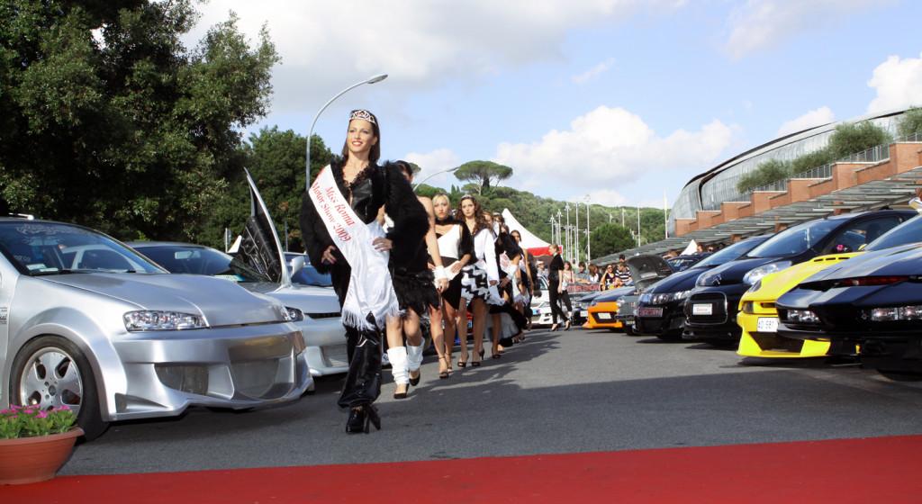 2009_Il tuning e la vincitrice di Miss RMS 2009 Marta Sugamele